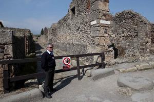 Här stal tjuvar en bit av de antika lämningarna.
