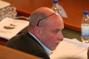 Socialdemokraten Lennart Holmsten var i många år kommunstyrelsens ordförande. Nu leder han granskningen av sina efterträdare.