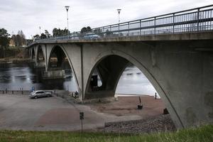 Leksandsbron stängs tillfälligt av under onsdagen för kompletterande arbeten. Arkivbild.