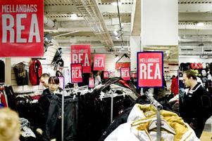 Röda skyltar. Mellandagsrean väntas ge lika god försäljning som tidigare år.
