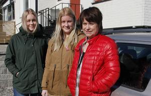 Emma och Johanna Sundström kunde, tillsammans med mamma Carina Kring, hjälpa polisen att gripa åldringsrånarna.