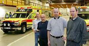 Conny Johansson, Janne Carlsson, Mikael Lindberg och Bengt Olsson är fyra av de fem delägarna i Ambulansproduktion som startade den 1 september. På måndagen rullade den första ambulansen ut från anläggningen. Foto: LASSE HALVARSSON