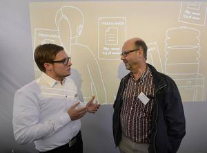 Ludvig Westman från Canon diskuterar kontor med Grels Persson från Ellextre Bygg