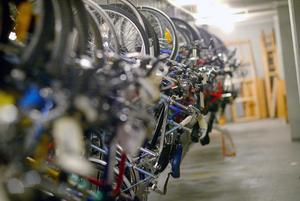 Polisens förråd av stulna och borttappade cyklar.