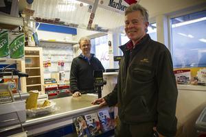 Göran Karlsson har fungerat som ett nav för fiskeföreningen i byn berättar Fred Eriksson.