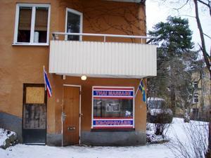 Sonen driver också en massagesalong i en Stockholmsförort.