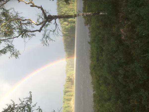 Var och fiskade med sonen då regnet kom, då framträdde dessa 2 vackra regnbågar