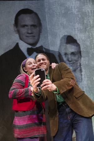 Lyckligt skilda, eller? Anna Fahlstedt och Jakob Fahlstedt gör det äkta paret på väg att separera.