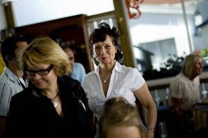 """Eva Funck, känd från barnprogrammet """"Evas superkoll"""", begår skådespelardebut i tv-serien """"Saltön"""". Hon spelar McFies modistsyster Gertrud från Nice."""