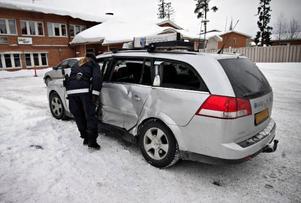 Taxichauffören var ensam i bilen när bussen rammade  bilens sida. Det var busschauffören som hade företräde.