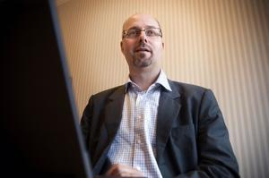 Mats Melbin, ordförande för Öviks Energi, skrev ett inlägg på Facebook där han jämförde advokater med Bagdad Bob.