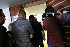 Intresset från media var stort när mordrättegången påbörjades i Gävle tingsrätt under gårdagen.