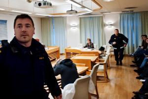 Här sitter den misstänkte 51-åringen från Örebro.
