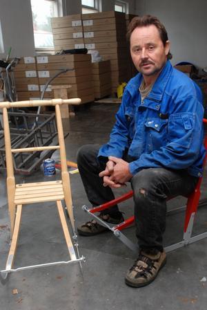 Eljan Bertilsson, Vansbro sparkfabrik, står lite i ett vägskäl. Han överväger att själv ta över försäljningen av sparkar och rikta sig via nätet direkt till kunderna. Foto:Sven Thomsen