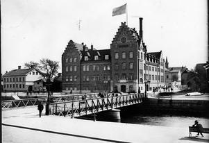 Murénska badhuset revs på 1960-talet. Sjömanskyrkan hotades men står tack och lov fortfarande kvar.Mycket av det gamla har fått ge plats för det nya.