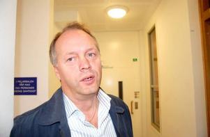 – Socialdemokraternas förslag om flexiblare regler innebär att det kan bli olika regler mellan byarna beroende på hur duktig man är på att förhandla med kommunen, säger oppositionsrådet Jan-Olof Andersson (M).