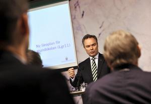 Tar ut ny kurs. Utbildningsminister Jan Björklund presenterade igår den nya läroplanen för grundskolan. foto: scanpix