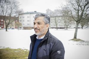 Ali Hamad, imam och ordförande i Islamiska förbundet i Borlänge, är nöjd efter visningen av Borlänge tennishall.
