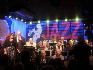 Nevergreen Big Band med Gertrud Jonsson och Filippo Cinconze hyllade tre av jazzens giganter på Jazzklubben.
