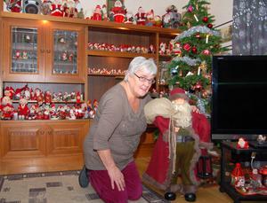 Den här fina tomten - och ett 40-tal andra- fick Gun-Britt Rombo då hon fyllde 60 år. I dag har hon 750 tomtar i och utanför sitt hus i Älvdalen.