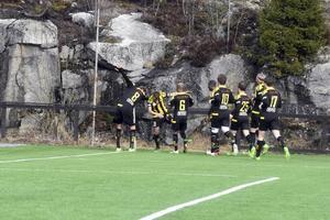 Segerdans i FV efter Rasmus Engströms vackra 1–0 på frispark.