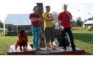 Arrangörerna av Hagenfesten, Sofia Jernberg, Niklas Barnö, Jens Linell och Joel Grip hälsade alla väkomna vid invigningen på onsdagskvällen.
