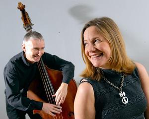 Helena Ek och Peter Janson Eminent Jazztrio gästar Floda kyrka och Gagnefs kyrka.