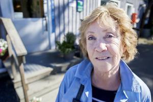 Harriet Danielsson, handlare i Lidsjöberg, tillhör dem som drabbas hårdast när kontanthanteringen utarmas. Under torsdagen ska hon berätta om sin situation i riksdagen.