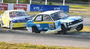 Mattias Ohlsson bjöd på stor show när rallycross-SM fortsatte i Strängnäs.