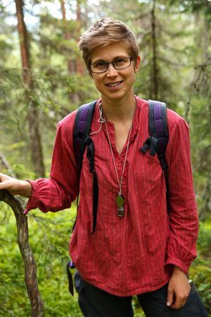 Linnea Helmersson sörjer sin barndoms skogar i Öje.
