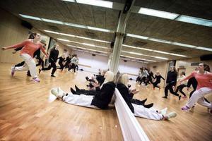 – Jag tror man bygger ett självförtroende som man tar med sig, inte bara i dansen utan också i övriga livet, säger dansläraren Andrea Törnblom.