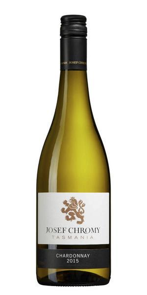 Ett vin från Tasmanien, Australien hör inte till vanligheterna på bolagets hyllor, 6448 Josef Chromy Chardonnay 2015 för 179 kr (75 cl) är väl värt att slå till på om man är ute efter ett smakrikt vitt vin. Vinet är torrt med elegant smak av citrustoner, rostat fat, äpple, mineralitet, päron och liten örtighet, bra balans. Strålande till en bit hälleflundra eller torskfilé, gärna serverad med brynt smör och pepparrot.