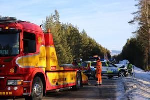 Långa köer bildades på riksväg 70 under räddningsarbetet.