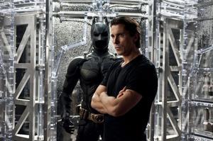 För tredje och sista gången, lovar regissören Christopher Nolan, drar Christian Bale nu åter på sig Batman-kostymen.