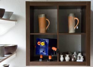 Keramikrobotarna är ett av Emil Österholms signum.