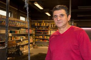 Abbas Hussein har ägt Al Basmala Livs i ett drygt år. Han har aldrig varit med om något liknande.
