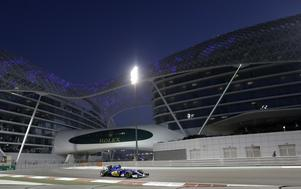 Marcus Ericssons får dåligt betyg trots att han körde upp sig sju platser i kvällsracet i Abu Dhabi.