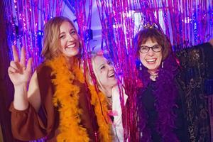 Marika Baumeister, Erika Sellgren och Inger InGa Henriksson tycker att festen är fantastisk.