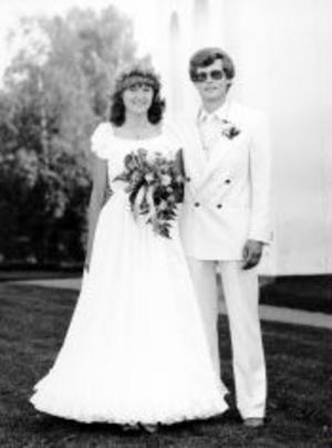Eva Persson och Anders Westin, firar i dag porslinsbröllop. De vigdes den 17 augusti 1985 i Torps kyrka. Paret bor i Fränsta.