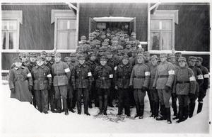 Medlemmar ur den vita skyddskåren i Nummi.