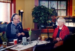 PRATSTUND. Inger Lindblom från Gästrike-Hammarby samtalade i direktsändning med programledaren Hasse Persson i