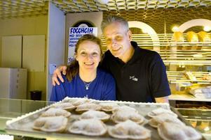 Lotta och Hasse Schenkel är de nya ägarna till anrika konditori Lido.