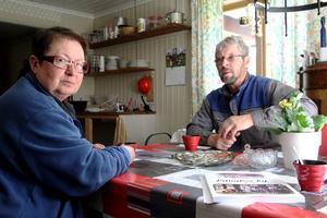 Birgit Lundgren och Sören Olsson planerar årets pilgrimsvandring i sitt kök.