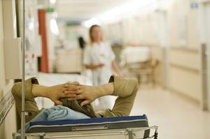 Sjukvården är ett av de områden där satsningar behöver göras, konstaterar skribenten.