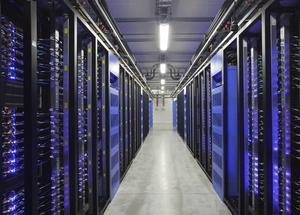 Östersund är en av världens bästa lokaliseringsorter för driftsäker IT-kommunikation och storskalig datalagring genom vårt fibernät, kraftnät och klimat. Genom passivitet har kommunledningen (S) missat chanser till företagsetableringar, skriver Sven Ringvall (M). (Bilden visar datajätten Facebooks etablering i Luleå)