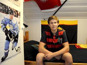 Fredrik Strömgren från Strömsund satsar hårt på ishockeyn. Tidigare i sommar fick han en drömchans av sin klubb Östersunds IK – en vecka på hockeyskola i Minnesota.
