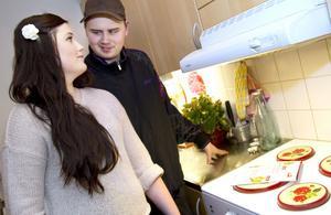 Sofie Axelsson och Toni Göransson lagar gärna mat tillsammans. De ser bråk som en fördel.