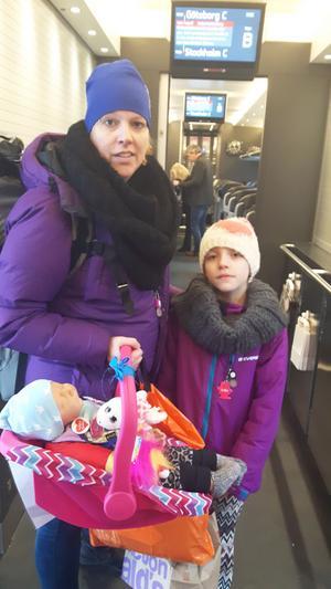 Carina Hellström, här med dottern Lowa, fick träffa Gudrun i helgen, på väg till Göteborg.