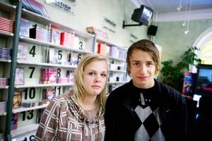 Wilma Forsgren och Adam Paulsson har laddat ner film tidigare, men vågar inte fortsätta. – Man är lite rädd för att åka dit. Jag brukar inte hyra film i normala fall, men det kanske blir mer nu när man inte har alla filmer på datorn, säger Adam.