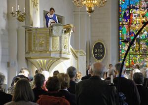 Kyrkoherde John Sund talar från predikstolen under söndagens avskedspredikan.